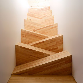 лестница между стен