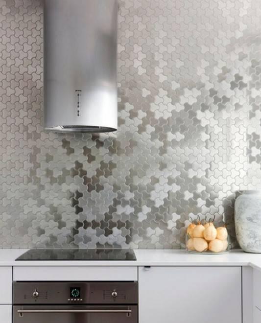 металлическая мозаика на кухне