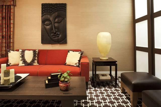 деревянная статуя Будды в комнате