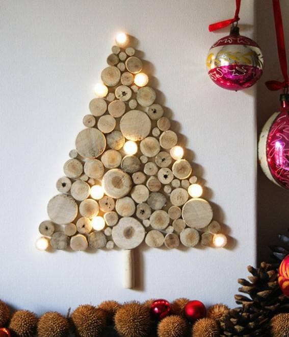 елка из деревянных брусочков
