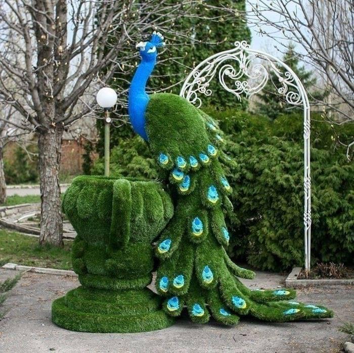 Садовая фигурка павлин